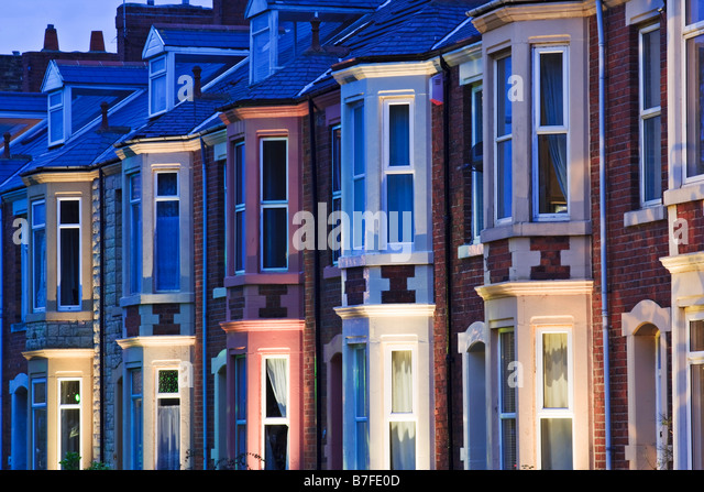 Terraced housing in a 1930s style on Belgrave Crescent opposite Ridley Park in Blyth - Stock Image
