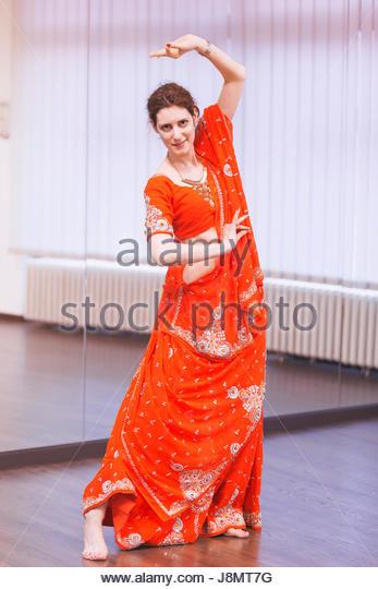 Portrait of  bollywood dancer in dance studio. - Stock-Bilder