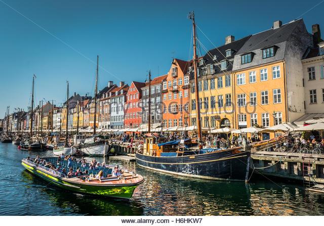 Hotels, restaurants, boats and people on the waterfront district, Nyhavn, Copenhagen, Denmark, Scandinavia, Europe - Stock Image