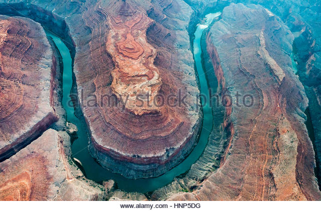 Aerial view of the Colorado River flowing through the Grand Canyon. - Stock-Bilder