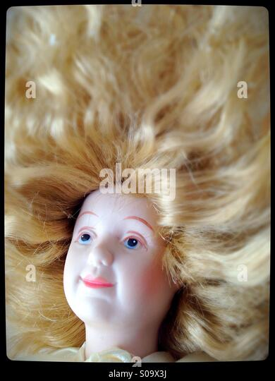 A doll with thick blond hair. - Stock-Bilder