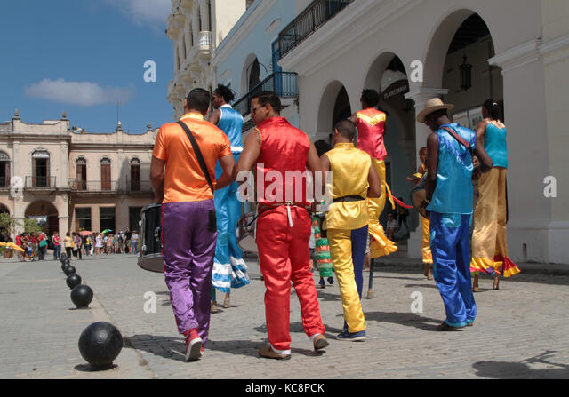 HAVANA, CUBA, FEBRUARY 16, 2014 : Group of dancers in the streets of Havana. Havana is the largest city in the Caribbean - Stock Image