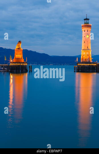View of harbor entrance and lighthouse at night in Lindau at lake Constance, Bavaria, Germany - Stock-Bilder