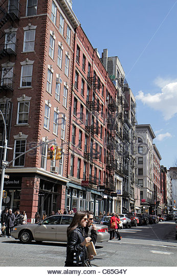 New York New York City NYC Lower Manhattan SoHo Cast Iron Historic District architecture fashionable neighborhood - Stock Image