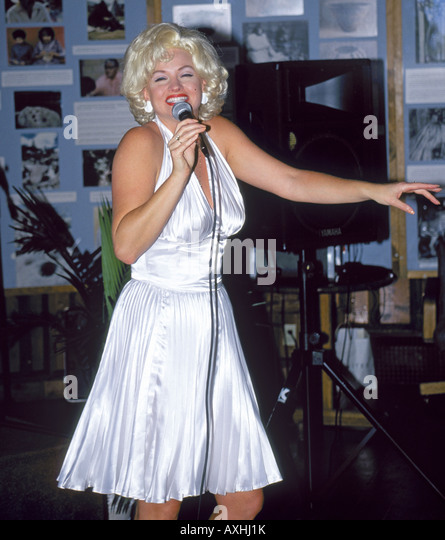 A Marilyn Monroe look alike performs at a hotel in Lake Tahoe - Stock Image