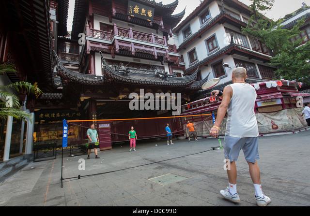 Chinese people play badminton in the Yu Gardens bazaar Shanghai, China - Stock Image