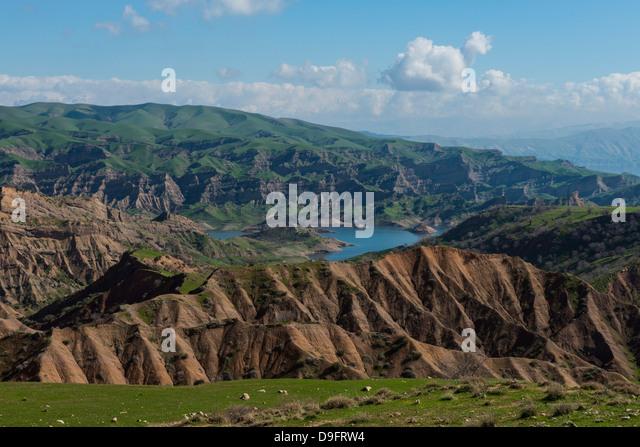 Green scenery around the Darbandikhan artificial lake on the border of Iran, Iraq Kurdistan, Iraq, Middle East - Stock Image