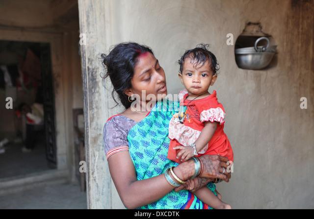 Mother and child. Kurmi caste. Bhilwara village, district Hazaribaug, Jharkhand, India - Stock-Bilder