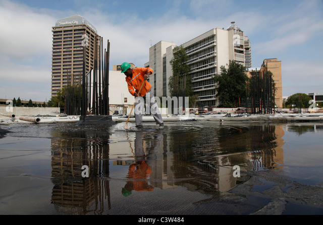 Builders at work on Sandton Shopping mall. Johannesburg. South Africa. Picture by Zute Lightfoot. - Stock Image