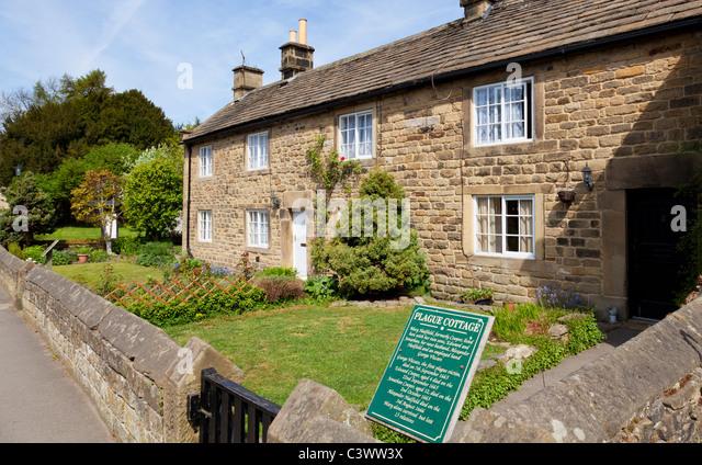 Eyam village Plague cottages Eyam Derbyshire Peak District National Park England GB UK EU Europe - Stock Image