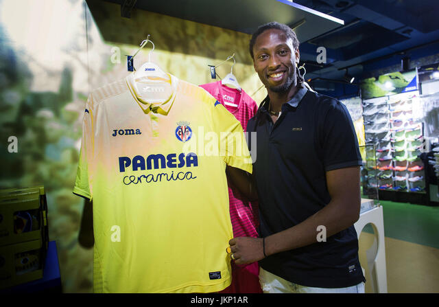 Portuguese and Cape Verdean Ruben Semedo poses with a t-shirt during his presentation as new player of Villarreal - Stock Image