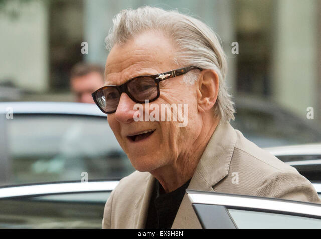 Karlovy Vary, Czech Republic. 9th July, 2015. U.S. actor Harvey Keitel smiles after his arrival to Grandhotel Pupp - Stock-Bilder