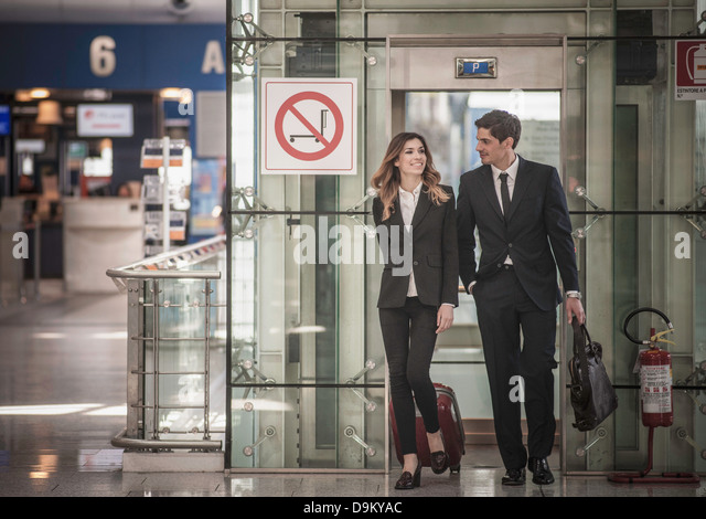 Businesspeople arriving in airport - Stock Image