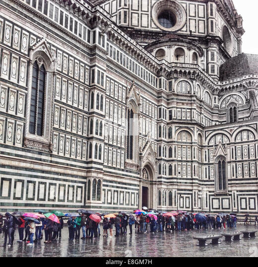 Italy, Tuscany, Florence, Tourists waiting in line to enter cathedral - Stock Image