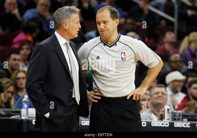 November 29, 2014: Philadelphia 76ers head coach Brett Brown looks over at referee John Goble (30) during the NBA - Stock Image