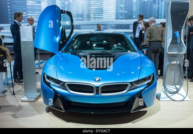 New York, USA. 16 April 2014. BMW's i8 plug-in hybrid sports coupe in Protonic Blue finish on the floor of the - Stock Image