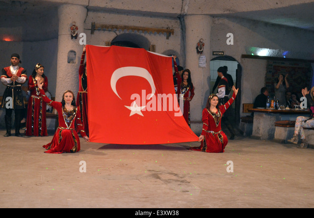 An evening of dancingand entertainment after visiting thefairy tale houses &churches of Cappadocia.The show - Stock Image