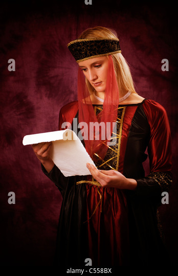Medieval woman reading a letter - Stock Image