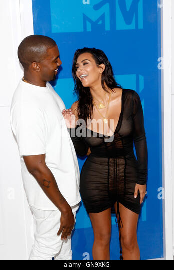 New York, Us. 29th Aug, 2016. Kim Kardashian (r) and Kanye West attend the MTV Video Music Awards, VMAs, at Madison - Stock-Bilder