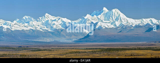 The Alaska Range, a 650 km long mountain range, is the highest in the world outside of Asia and the Andes. - Stock Image