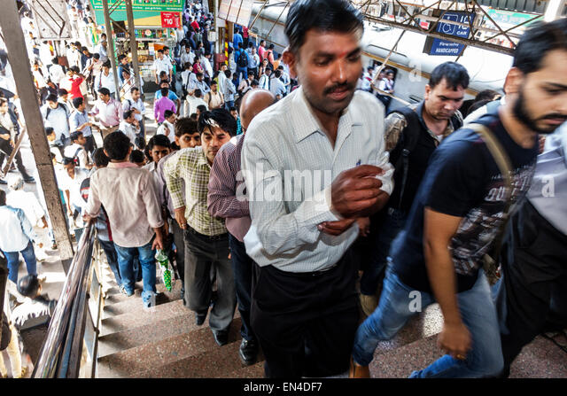 India Mumbai Asian Andheri Railway Station Western Line train public transportation man commuters riders platform - Stock Image