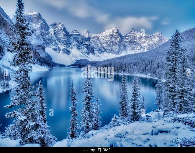 First snow of the season on Moraine Lake. Banff National Park, Alberta, Canada - Stock Image