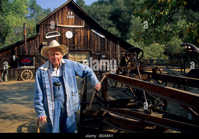 Steven Goble Owner Steve s Antiques Fiddletown Amador County California - Stock Image