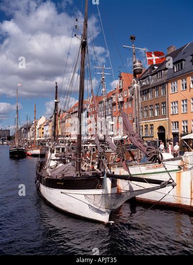 Restaurants Near Nyhavn