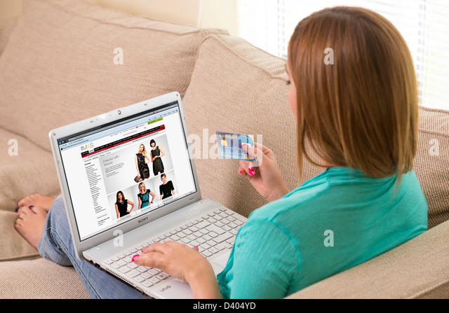 woman buying clothing with credit card on M&S website - Stock Image