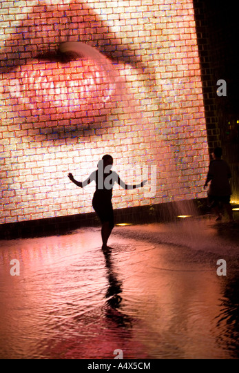 Kids playing in the water at Crown Fountain in Millennium Park Chicago Illinois - Stock Image