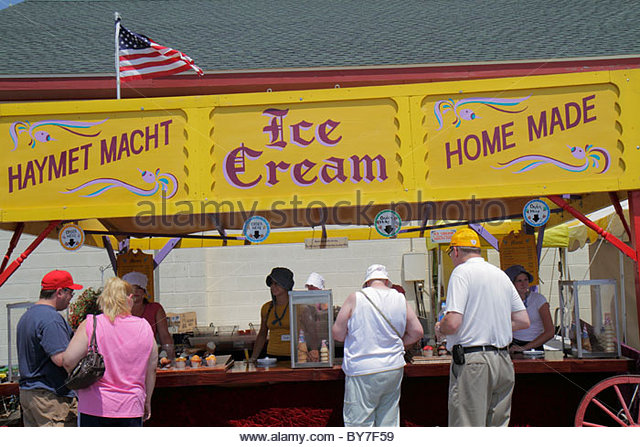 Pennsylvania Kutztown Kutztown Folk Festival Pennsylvania Dutch folklife heritage vendor home-made ice cream man - Stock Image