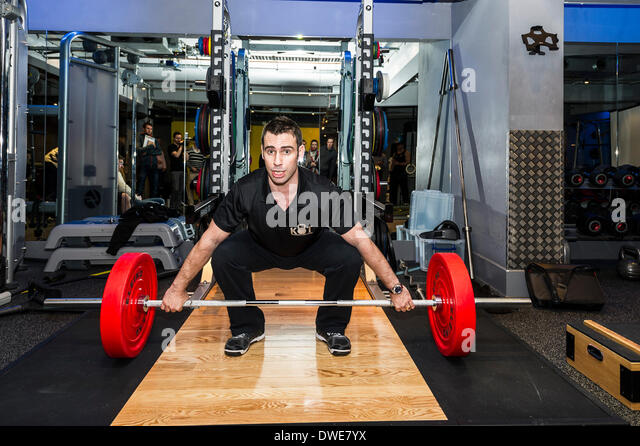 London, UK. Thursday 6th March. 2014:  Sam Dovey, weightlifting and strength coach giving a demonstration of weighlifting - Stock Image