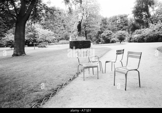 Jardin luxembourg black and white stock photos images - Jardin du luxembourg statue of liberty ...