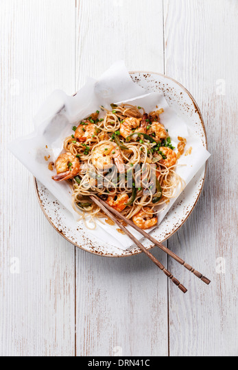 Thai rice noodles with shrimp - Stock Image