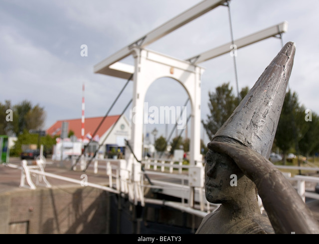 Statue of the 'Lady of Stavoren' in the harbour of Stavoren, The Netherlands - Stock Image