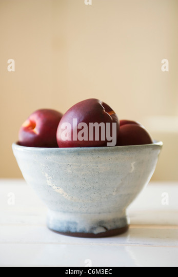 Nectarines in bowl - Stock Image