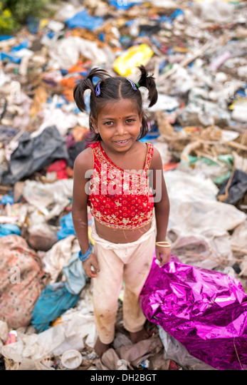 Poor Indian lower caste girl standing in a rubbish tip. Andhra Pradesh, India - Stock Image