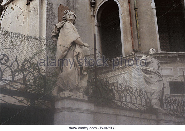 Statues below the Basilica of Santa Maria della Salute, Venice, Italy - Stock-Bilder