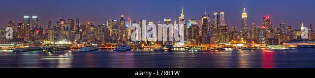 Manhattan at night - Stock-Bilder