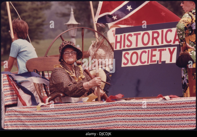 WHITE COUNTY HISTORICAL SOCIETY FLOAT IN A FOURTH OF JULY PARADE DOWN MAIN STREET IN HELEN, GEORGIA, NEAR . 711 - Stock Image