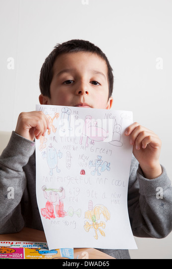 Boy shows drawing - Stock-Bilder