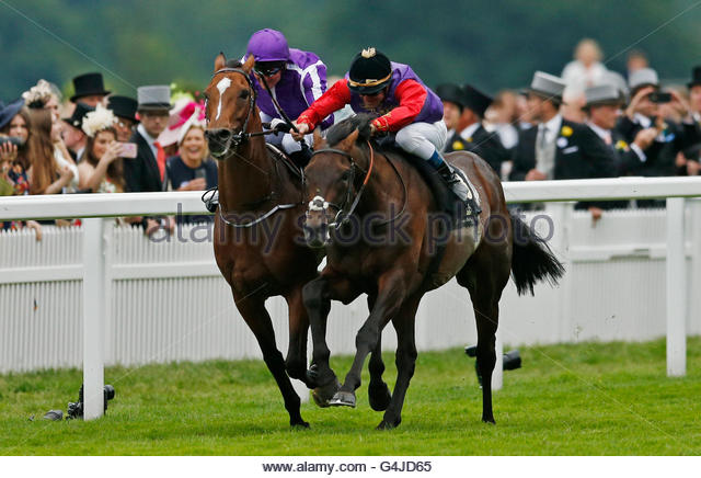 Britain Horse Racing - Royal Ascot - Ascot Racecourse - 18/6/16  Dartmouth ridden by Olivier Peslier (R) in action - Stock Image