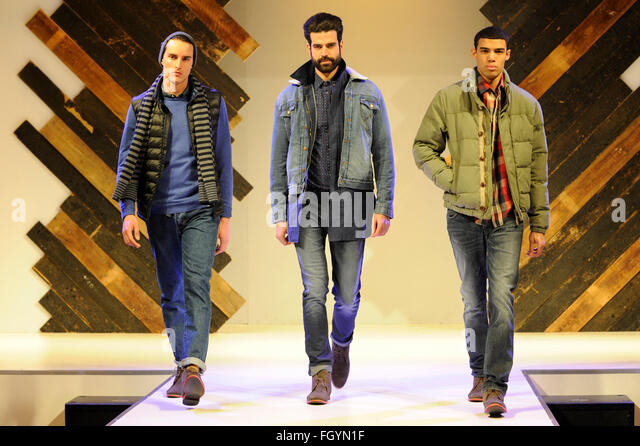 Models on the menswear catwalk at Moda, Birmingham NEC, UK, 22nd February 2016. Credit:  Antony Nettle/Alamy Live - Stock-Bilder