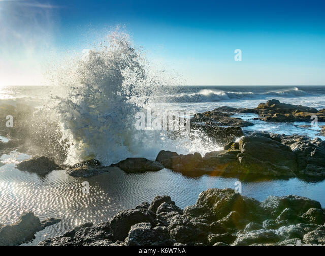 Wave Explodes from Thor's Well along Cape Perpetua coast - Stock Image