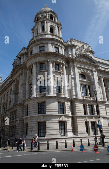 London,UK,27th May 2015,Blue skies over the old war rooms in Whitehal Credit: Keith Larby/Alamy Live News - Stock Image