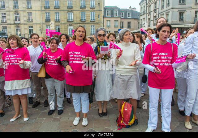 Paris, France. Group, French Women, close to Traditional Catholics and the Extreme Right, 'Alliance Vita' - Stock-Bilder