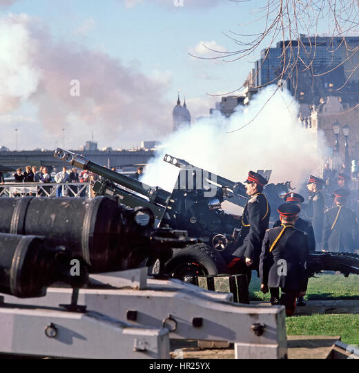 Tower of London Honourable Artillery Company in uniform  annual winter firing of ceremonial military gun salute - Stock Image