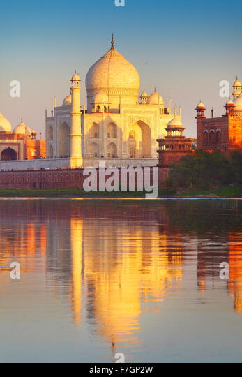 Taj Mahal and Yamuna River, Agra, Uttar Pradesh, India - Stock Image