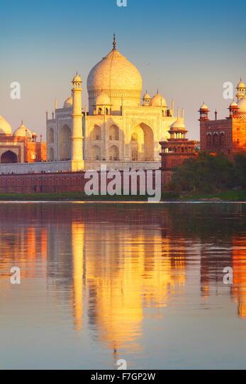Taj Mahal and Yamuna River, Agra, Uttar Pradesh, India - Stock Image