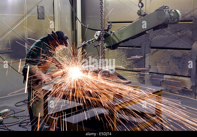 Working with grinding machine in a foundry - Stock-Bilder